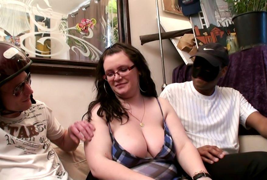 maman salope avec jeune pute prostituée